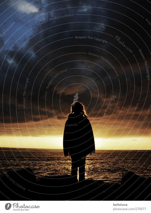 Hiddensee | In die Ferne schweifen. Mensch Kind Mädchen Kindheit Leben 1 8-13 Jahre Umwelt Natur Landschaft Wasser Himmel Wolken Gewitterwolken Horizont Sonne