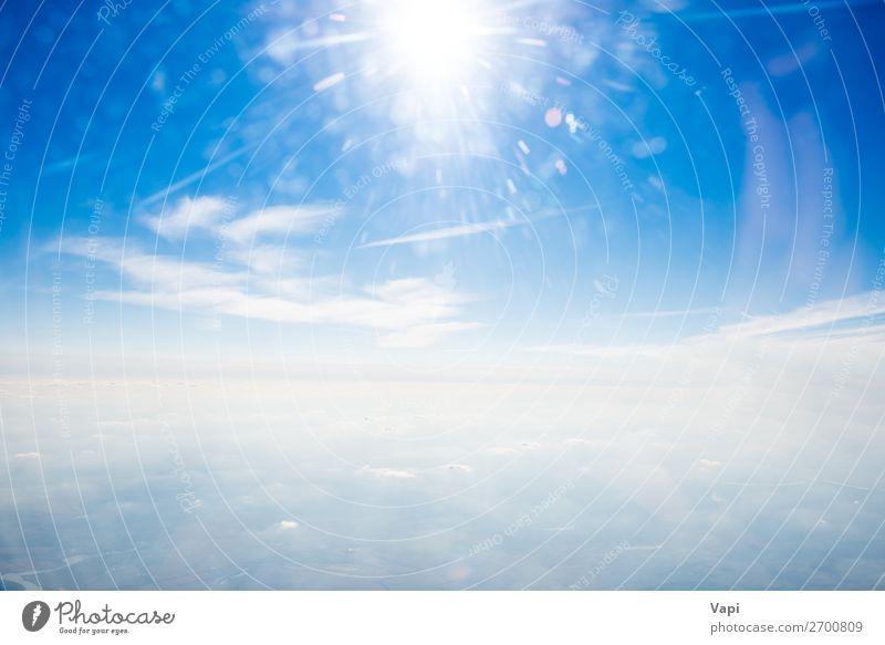 Sonne am klaren blauen Himmel und Wolken Design schön Ferne Freiheit Sommer Umwelt Natur Landschaft Luft nur Himmel Horizont Sonnenaufgang Sonnenuntergang