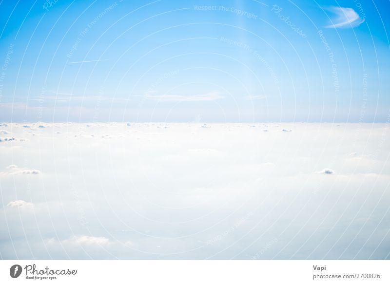 Klarer blauer Himmel und Wolken Design schön Ferne Freiheit Sommer Sonne Umwelt Natur Landschaft Luft nur Himmel Horizont Sonnenaufgang Sonnenuntergang