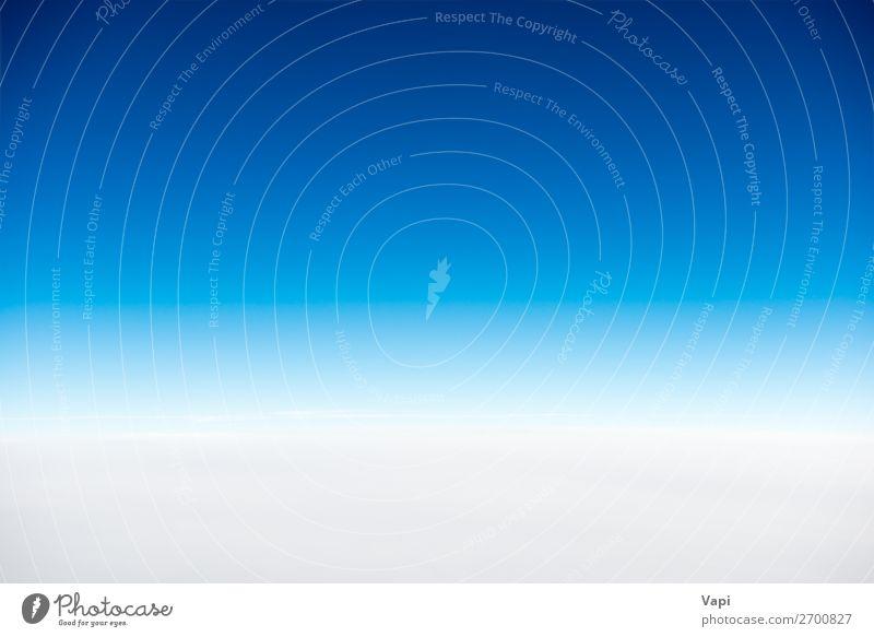 Weiße Wolken am blauen, klaren Himmel Design schön Freiheit Sommer Sonne Umwelt Natur Landschaft Luft nur Himmel Horizont Sonnenlicht Klima Wetter