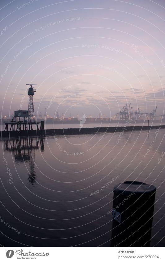 Radarspiegel Fluss Elbe Hamburg Menschenleer Containerterminal Radarstation Binnenschifffahrt ästhetisch Stadt violett Farbfoto Gedeckte Farben Außenaufnahme