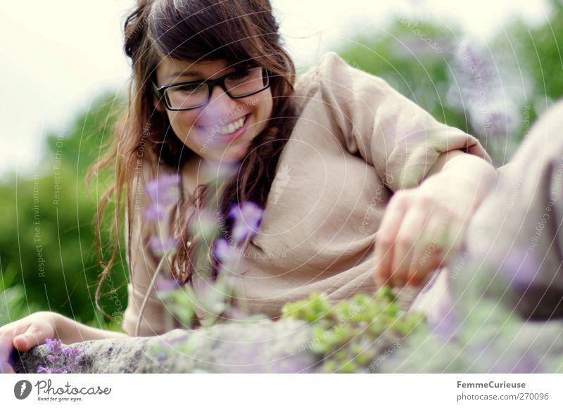 Idylle. feminin Junge Frau Jugendliche Erwachsene Kopf Hand 1 Mensch 18-30 Jahre Freude Optimismus Verliebtheit Liebe Freudenfeuer Lächeln grinsen Brille