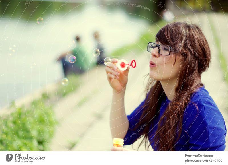 Blowing bubbles ... Mensch Frau Natur Jugendliche blau Wasser schön Freude Erwachsene feminin Paar Freundschaft Junge Frau Freizeit & Hobby Mund 18-30 Jahre