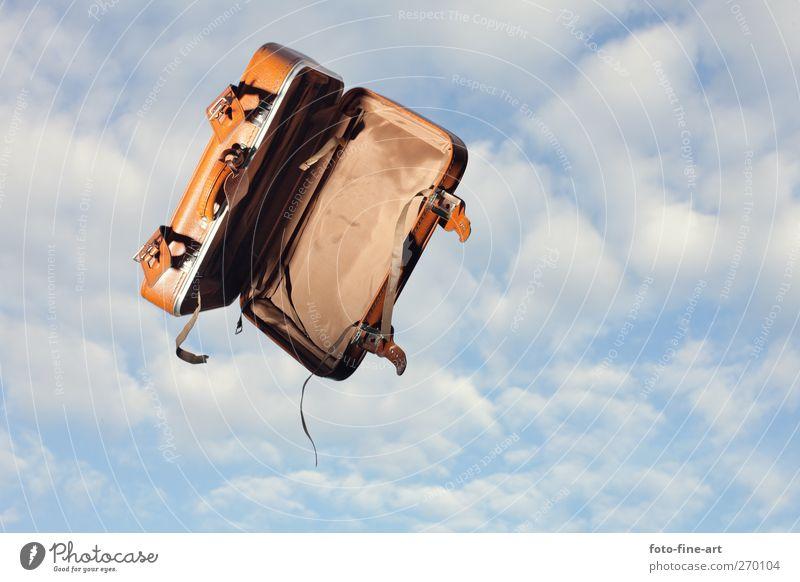 Der fliegende Koffer Lifestyle Ferien & Urlaub & Reisen Tourismus Ausflug Abenteuer Ferne Freiheit Sommer Sommerurlaub Leder lustig verrückt braun Gefühle