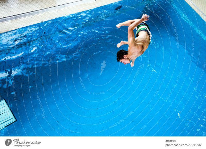 In der Luft hängen Freizeit & Hobby Sport Wassersport Schwimmbad Mensch maskulin Junger Mann Jugendliche 1 18-30 Jahre Erwachsene fallen springen Coolness