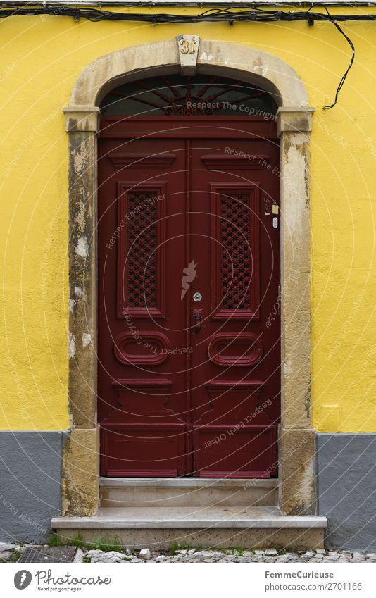 Door in Portugal Ferien & Urlaub & Reisen rot Haus Reisefotografie gelb Fassade Häusliches Leben Tür Lissabon