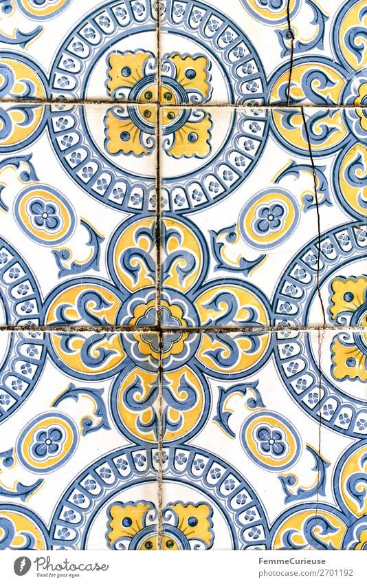 Coloured tiles in Portugal Stadt Tradition Muster Fliesen u. Kacheln Fassade Design Strukturen & Formen gelb blau weiß historisch beschädigt Farbfoto