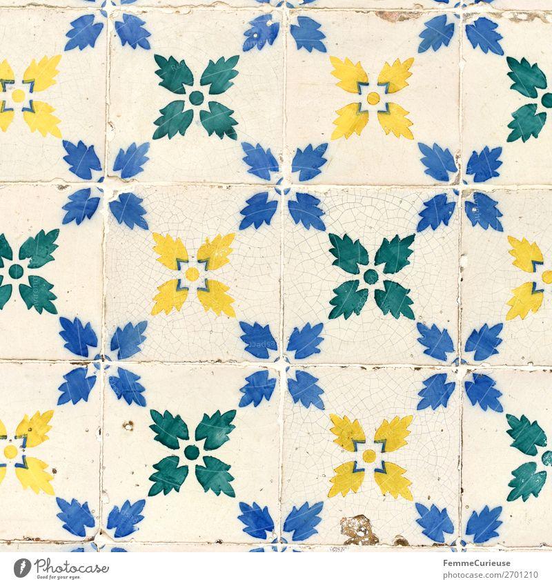Colored wall tiles in Portugal Haus blau mehrfarbig gelb grün weiß Fliesen u. Kacheln Lissabon Muster Blüte Quadrat Kunst Farbfoto Außenaufnahme Tag