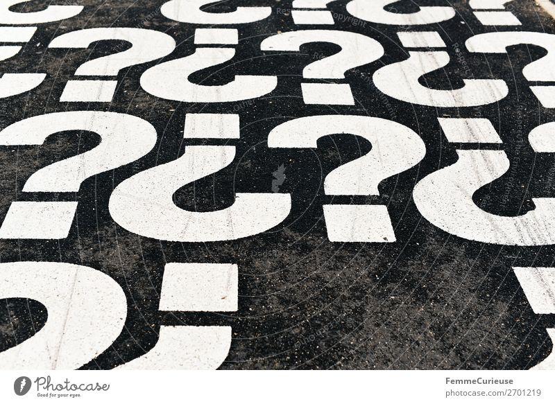 Question marks on pedestrian path Schriftzeichen Kommunizieren Telekommunikation Schilder & Markierungen Fußweg Zeichen Bürgersteig Fragen Sprache Fragezeichen