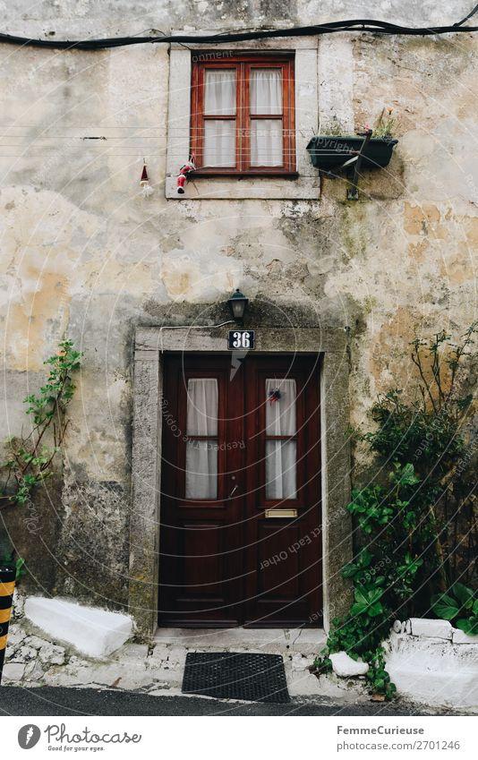 Door in Portugal Ferien & Urlaub & Reisen alt Haus Reisefotografie Fenster Fassade Häusliches Leben Putz Gardine Putzfassade