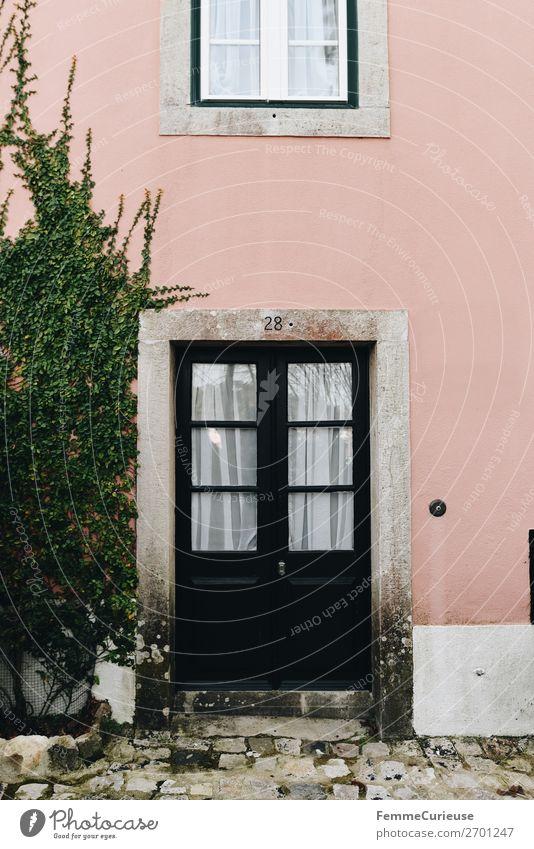 Door in Portugal Haus Ferien & Urlaub & Reisen Häusliches Leben Reisefotografie Tür Pflanze Fassade mehrfarbig rosa Wohnhaus Farbfoto Außenaufnahme