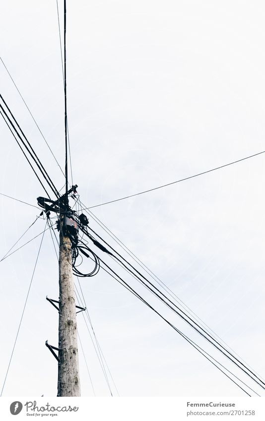 Power pole in small Portuguese city Kleinstadt Stadt Häusliches Leben Elektrizität Strommast Energiewirtschaft Hochspannungsleitung Kabel Himmel Farbfoto