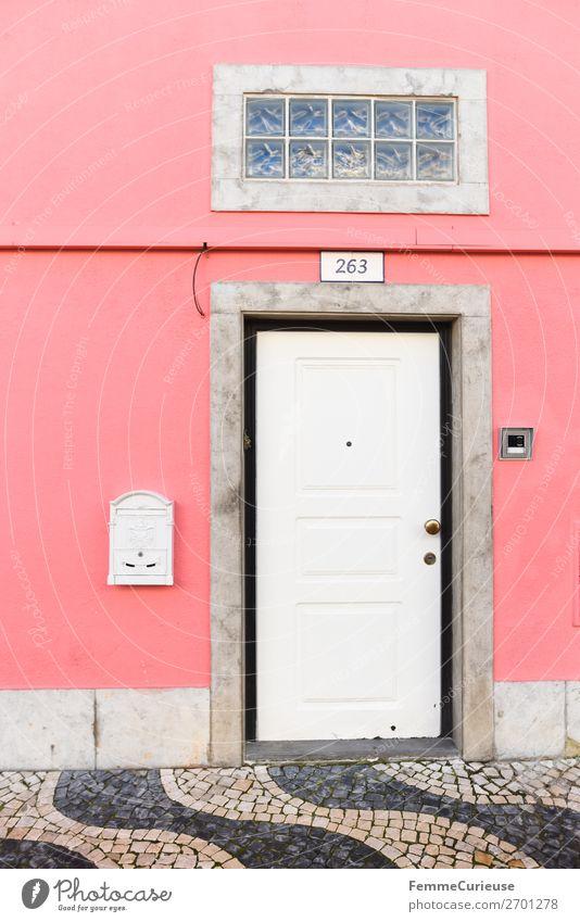 Door in Portugal Ferien & Urlaub & Reisen weiß Haus Reisefotografie rosa Häusliches Leben Tür Pflastersteine Briefkasten