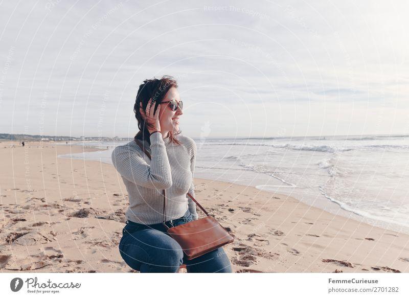 Woman on the Atlantic in Portugal in December Frau Mensch Ferien & Urlaub & Reisen Jugendliche Sonne Meer Erholung ruhig 18-30 Jahre Erwachsene feminin Glück