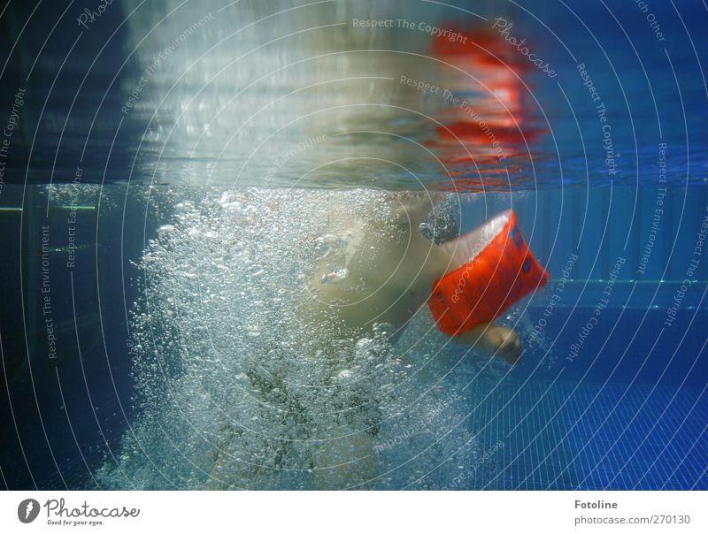 Abu Dhabi {Für Haus Poseritz 3} Mensch maskulin Kind Kleinkind Junge Kindheit Körper Brust Arme Hand Wasser Schönes Wetter Wärme kalt nass Schwimmbad
