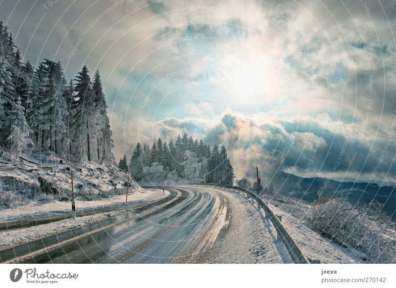 Es ist noch nicht vorbei Himmel blau weiß Winter Wolken schwarz Straße kalt Schnee Berge u. Gebirge Eis Wetter hoch nass Frost Schönes Wetter