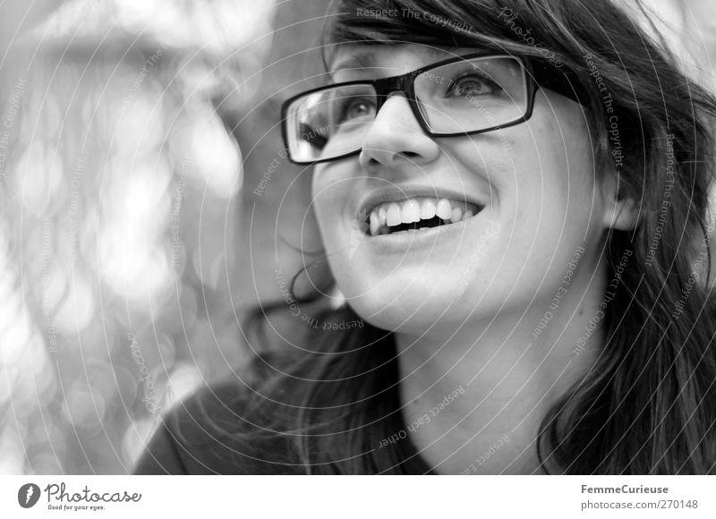 Perlweiss-Lächeln. Mensch Frau Jugendliche Freude Erwachsene Gesicht Erholung feminin Freiheit Haare & Frisuren Kopf Junge Frau Zufriedenheit Mund 18-30 Jahre Erfolg