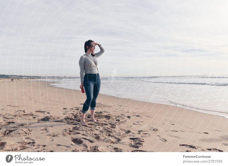 Woman on the Atlantic in Portugal in December Frau Mensch Ferien & Urlaub & Reisen Jugendliche Meer Erholung 18-30 Jahre Erwachsene feminin Tourismus Sand
