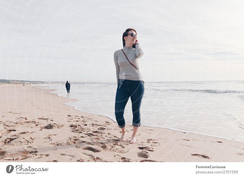 Woman on the Atlantic in Portugal in December Frau Mensch Ferien & Urlaub & Reisen Jugendliche Erholung 18-30 Jahre Lifestyle Erwachsene feminin Sand
