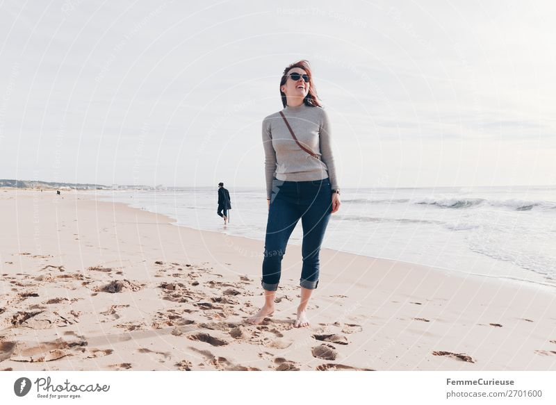 Woman on the Atlantic in Portugal in December Frau Mensch Ferien & Urlaub & Reisen Jugendliche Erholung ruhig Winter Strand 18-30 Jahre Erwachsene feminin