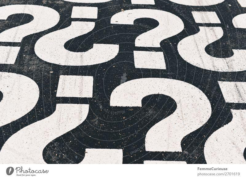 Question marks on pedestrian path Zeichen Schriftzeichen Kommunizieren Satzzeichen Fragezeichen Fragen Fußweg Farbfoto Außenaufnahme Zentralperspektive