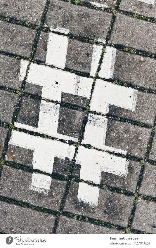 Hashtag sign on cobblestones Zeichen Schriftzeichen Kommunizieren # Symbole & Metaphern Bürgersteig Fußweg Pflastersteine weiß Doppelkreuz