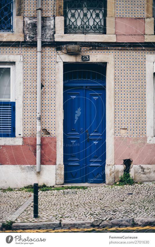 Door in Portugal Haus Ferien & Urlaub & Reisen Häusliches Leben Tür mehrfarbig Fassade Fliesen u. Kacheln blau Reisefotografie Farbfoto Außenaufnahme Tag