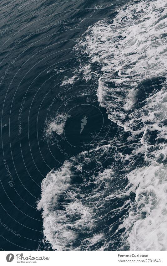 View to waves caused by ferry Natur Wasser weiß Meer Wellen Schaum Atlantik