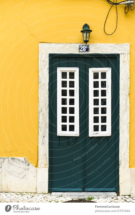 Door in Portugal Ferien & Urlaub & Reisen grün weiß Haus gelb Fassade Häusliches Leben Tür