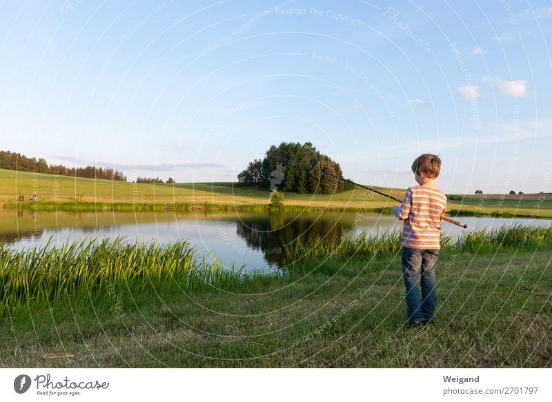 Junge am See Kindererziehung Kleinkind Kindheit Jugendliche 1 Mensch warten frisch Gesundheit achtsam ruhig Ferien & Urlaub & Reisen Landleben Teich Oberpfalz