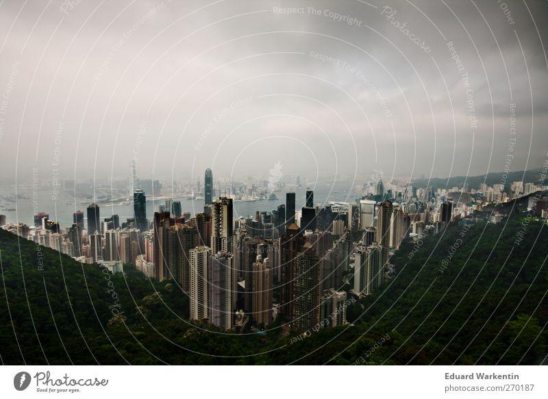 Hong Kong Himmel Stadt Wolken Haus dunkel Berge u. Gebirge Architektur grau Gebäude groß Hochhaus bedrohlich Bankgebäude Bauwerk Asien Skyline