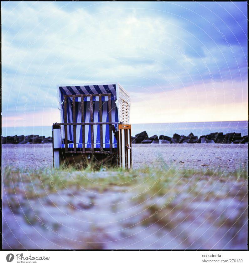 Hiddensee | rückzugsbereich. Natur Strand Wolken Gefühle Frühling Küste Romantik Ostsee Geborgenheit Strandkorb Mittelformat