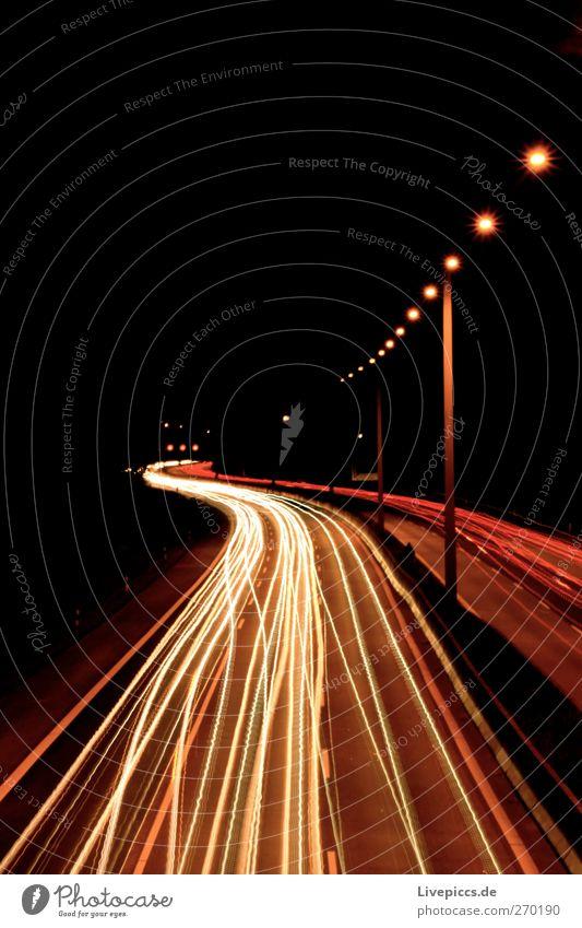 A7 bei Nacht Stadt Hafenstadt Verkehr Verkehrswege Personenverkehr Güterverkehr & Logistik Straßenverkehr Autofahren Autobahn Fahrzeug PKW Stein gelb orange rot
