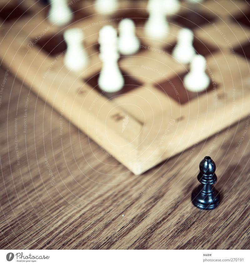 Verlaufen weiß schwarz Spielen Holz Denken braun Freizeit & Hobby Ecke Konzentration Holzbrett Schach Schachbrett Bildausschnitt Anschnitt Schachfigur