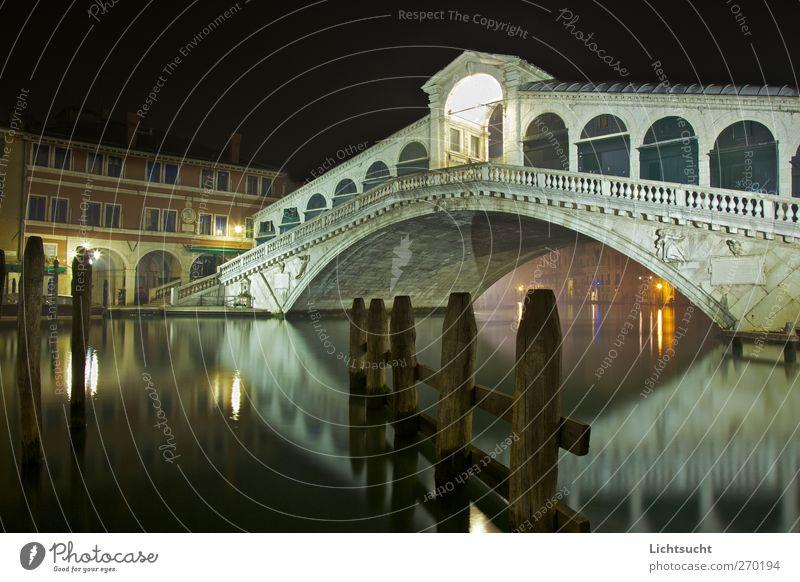 Rialto bei Nacht ruhig Architektur Tourismus Europa Brücke Romantik Italien Bauwerk Vergangenheit Anlegestelle Wahrzeichen Sehenswürdigkeit Sightseeing Venedig