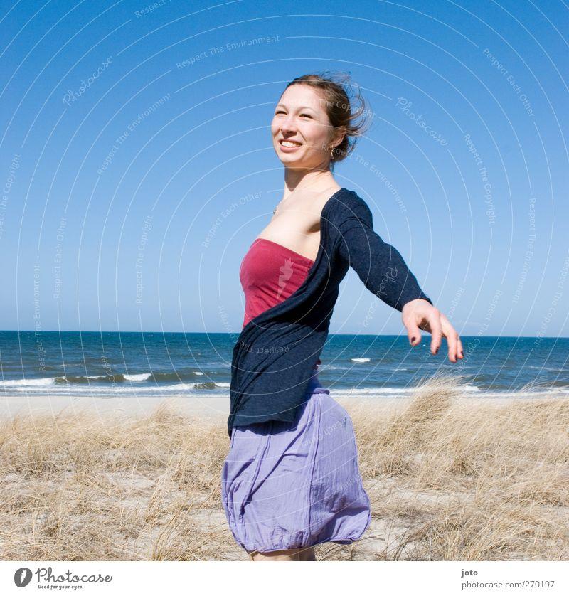 einatmen Jugendliche Ferien & Urlaub & Reisen Sonne Sommer Meer Strand Freude Erwachsene feminin Leben Freiheit lachen träumen Gesundheit Junge Frau
