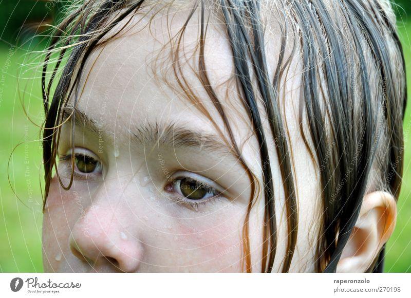 Du hast ja schon ganz blaue Lippen Kind Ferien & Urlaub & Reisen Sommer Mädchen Gesicht Auge feminin Haare & Frisuren Kopf träumen Schwimmen & Baden Kindheit
