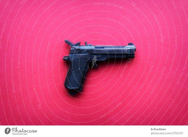 Pistole auf pinkem Hintergrund Spielzeug Aggression verrückt trashig rosa gefährlich Kriminalität Waffe liegen Sicherheit Schuss schießen Signal Signalpistole