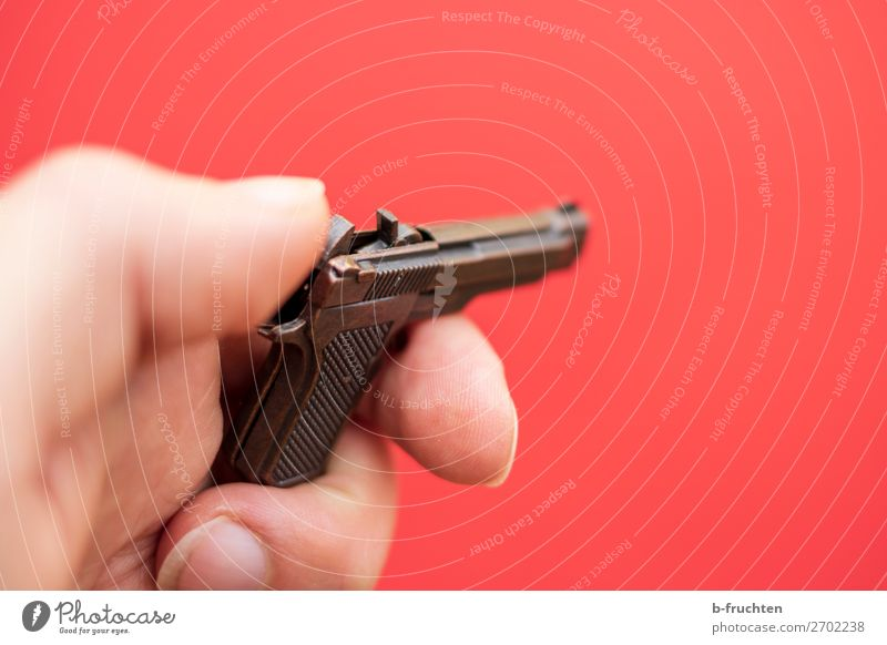 Jetzt knallt's Karneval Hand Finger Spielzeug Metall gebrauchen festhalten bedrohlich verrückt rot Aggression Gewalt Waffe Pistole Spielzeugwaffen knallig