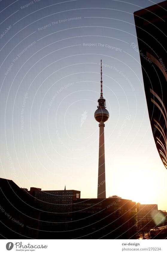 Unbefugten Zutritt verboten Wolkenloser Himmel Sonnenaufgang Sonnenuntergang Sonnenlicht Schönes Wetter Berlin Stadt Hauptstadt Stadtzentrum Skyline Bahnhof