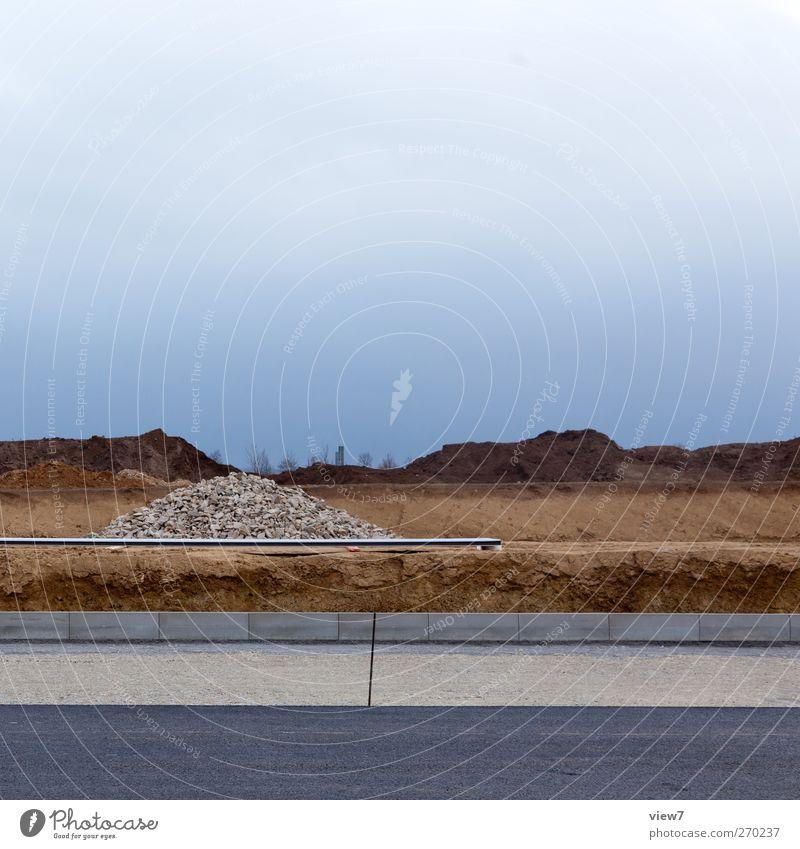 Bauplatz Wolken Ferne Umwelt Landschaft dunkel Straße Frühling Wege & Pfade Verkehr authentisch Baustelle einzigartig einfach Asphalt Unwetter Verkehrswege