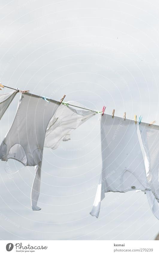 Hiddensee | Der weiße Riese war da weiß Luft hell Wind frisch Bekleidung T-Shirt Hemd hängen Wäsche trocknen Wäscheleine flattern Wäscheklammern gewaschen