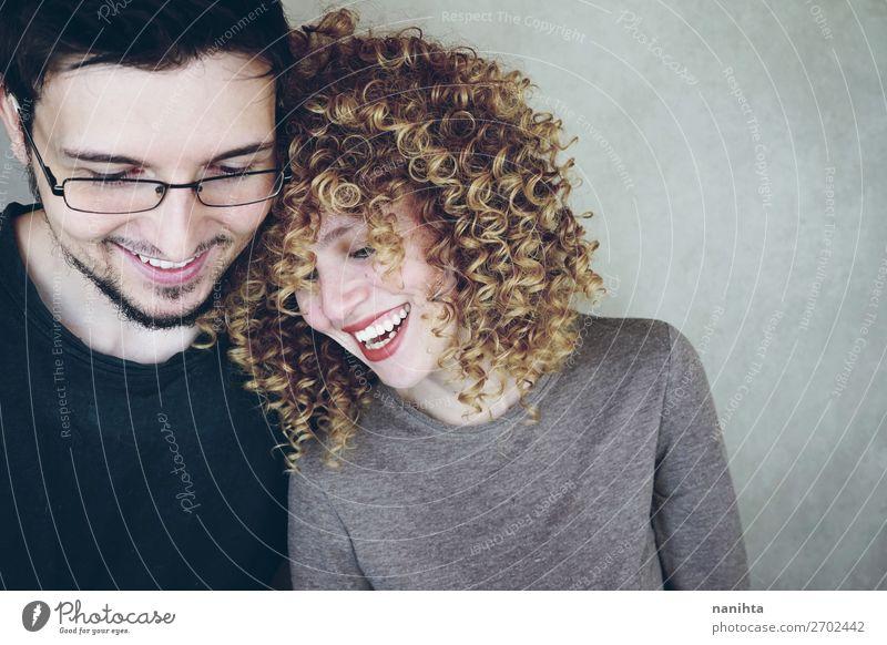 Porträt eines natürlichen und glücklichen kaukasischen Paares Lifestyle Stil Freude schön Wellness Wohlgefühl Mensch maskulin feminin Frau Erwachsene Mann