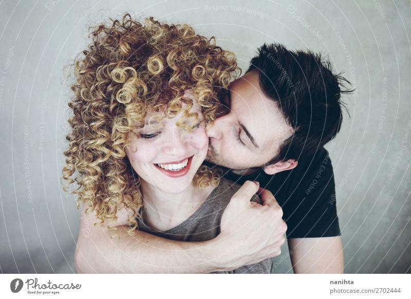 Frau Mensch Jugendliche Mann schön Freude Lifestyle Erwachsene Liebe natürlich feminin Familie & Verwandtschaft Glück Stil Paar Zusammensein