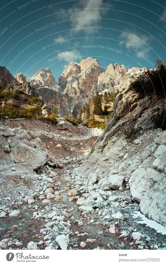 Am Fuße Himmel Natur blau Ferien & Urlaub & Reisen Sommer Wolken Umwelt Landschaft Berge u. Gebirge Stein Klima außergewöhnlich groß Macht Alpen Schönes Wetter