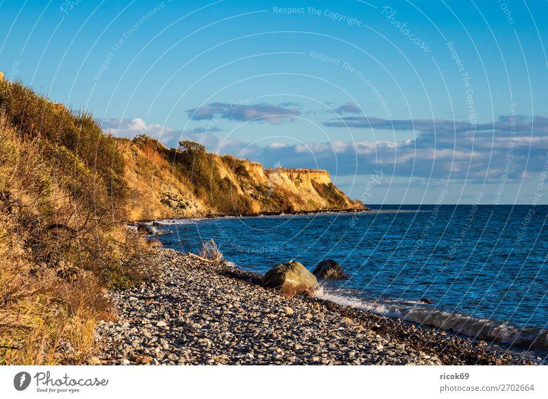 Ostseeküste bei Klintholm Havn in Dänemark Erholung Ferien & Urlaub & Reisen Tourismus Strand Meer Wellen Natur Landschaft Wasser Wolken Herbst Baum Küste Stein