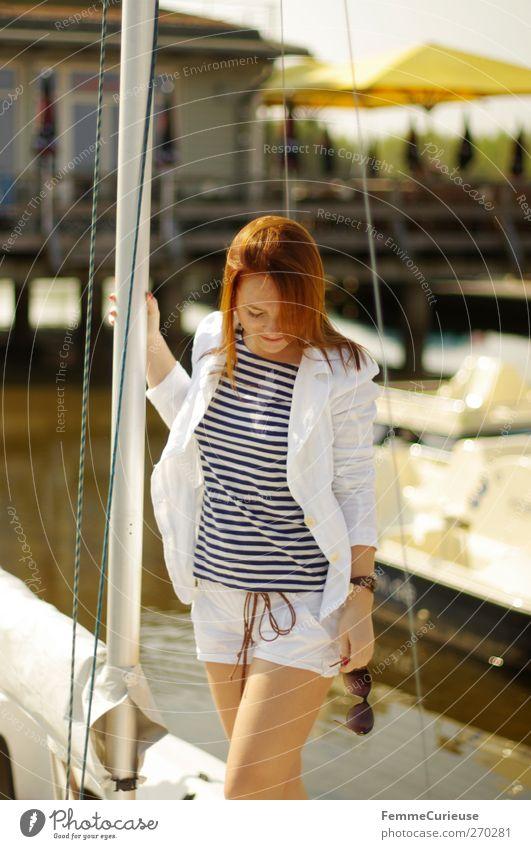 Sail away, live your dreams. Mensch Frau Jugendliche weiß Meer Erwachsene feminin Bewegung See Wasserfahrzeug Junge Frau Zufriedenheit Haut 18-30 Jahre