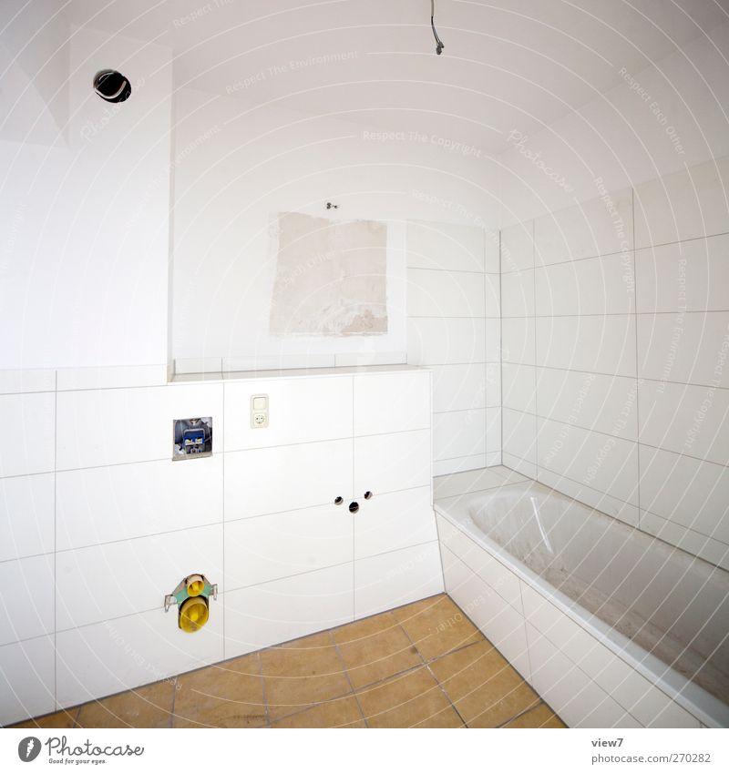 Modernisierung weiß Innenarchitektur Linie Raum Wohnung modern authentisch Häusliches Leben neu Streifen Baustelle Badewanne Bad Umzug (Wohnungswechsel) Handwerk Handwerker