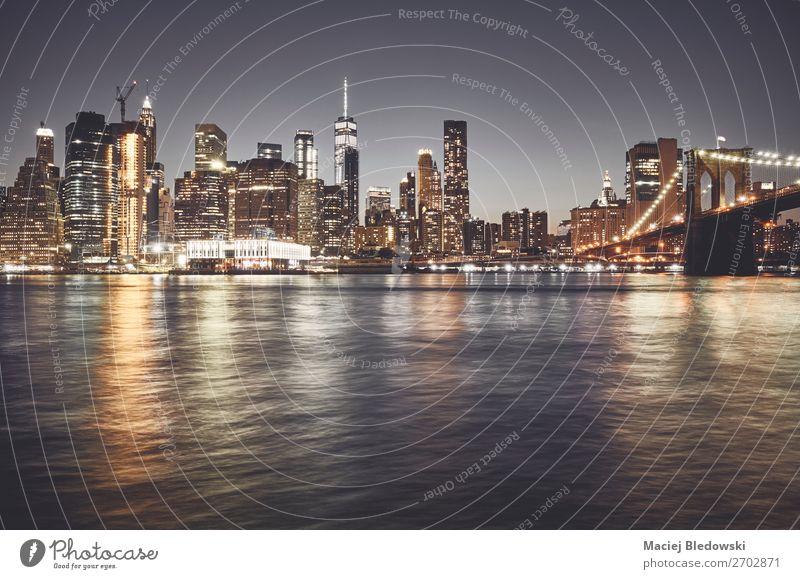 New York City Skyline bei Nacht, USA. Ferien & Urlaub & Reisen Sightseeing Städtereise Häusliches Leben Arbeit & Erwerbstätigkeit Arbeitsplatz Büro Himmel Fluss
