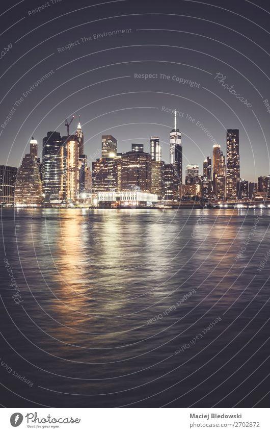New York City Skyline bei Nacht, USA. Ferien & Urlaub & Reisen Städtereise Himmel Wolkenloser Himmel Nachthimmel Fluss Stadt Stadtzentrum Hochhaus Gebäude